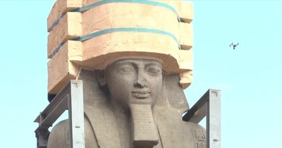Ministerstwo Starożytności Egiptu przetransportowało 82-tonową statuę Ramzesa II. Trafi ona do atrium nowo budowanego Wielkiego Muzeum Egipskiego. 12-metrowy posąg został odkryty w 1820 r. Był kilkakrotnie przenoszony, teraz postanowiono znaleźć dla monumentu bezpieczne miejsce.