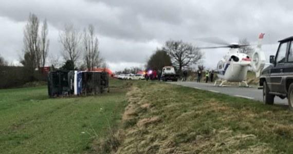 27 osób zostało rannych w wyniku wypadku autobusu szkolnego, do którego doszło w miejscowości Manciet na południowym zachodzie Francji - poinformowały lokalne władze. Trzech uczniów jest w ciężkim stanie.