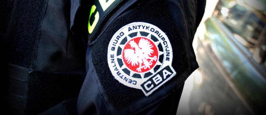 CBA zatrzymała dwie osoby podejrzewane o wyłudzenie ponad 2 mln zł dotacji na program antywirusowy - dowiedziała się PAP. Wykonany program był atrapą, nie działał - wynika z ustaleń śledczych.