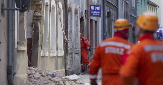 Ruszyła rozbiórka zniszczonej w czwartek w czasie eksplozji butli z gazem kamienicy w dolnośląskim Mirsku. Prace mogą potrwać do jutra. Gmina organizuje pomoc dla poszkodowanych. W eksplozji rannych zostało dziewięć osób, w tym dwie ciężko. Śledztwo w sprawie katastrofy prowadzi prokuratura w Jeleniej Górze.