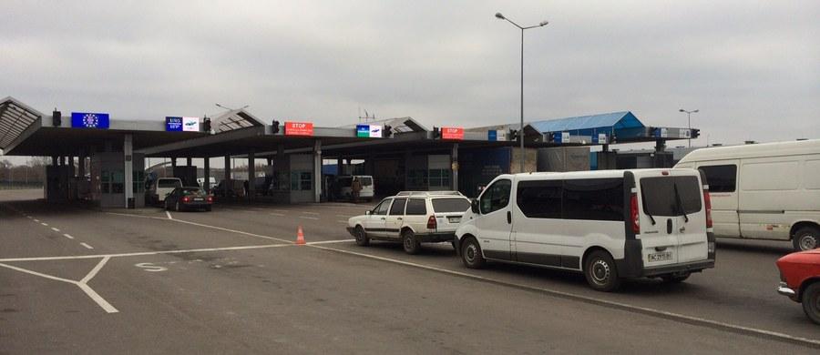 Państwowa Służba Fiskalna Ukrainy ostrzegła przed możliwymi blokadami dróg do przejść granicznych z Polską, do których może dojść w sobotę w związku ze zmianami przepisów celnych. Zmiany mają uderzyć w ludzi, którzy zajmują się handlem przygranicznym.