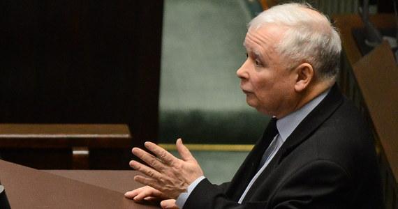 """Z sekretarzem stanu USA Rexem Tillersonem rozmawialiśmy o wszystkich ważnych sprawach polsko-amerykańskich; to była dobra, pożyteczna rozmowa - powiedział w sobotę prezes PiS Jarosław Kaczyński po spotkaniu z Tillersonem. """"Rozmawialiśmy właściwe o wszystkich ważnych sprawach polsko-amerykańskich"""" - powiedział Kaczyński podczas konferencji prasowej."""
