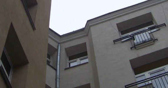 15-miesięczna dziewczynka wypadło z okna na drugim piętrze kamienicy w Kołobrzegu. Informację dostaliśmy na Gorącą linię RMF FM.