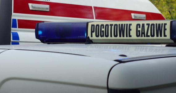 Zatrucie czadem w Oświęcimiu. Z mieszkania przy ulicy Budowlanej strażacy ewakuowali kobietę oraz jej dwie córki w wieku 5 i 8 lat.