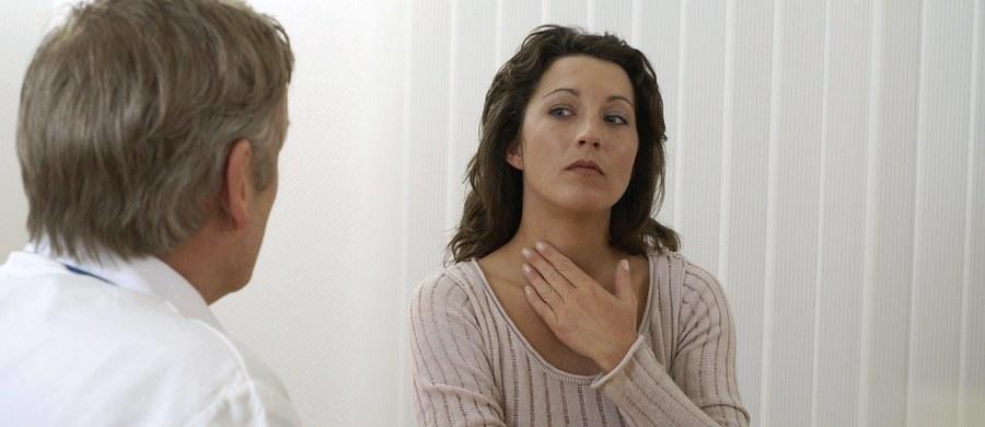 To powszechnie występujący objaw, który może być bardzo uciążliwy i wywoływać duży dyskomfort. Czasem też może być objawem jakieś choroby lub infekcji.
