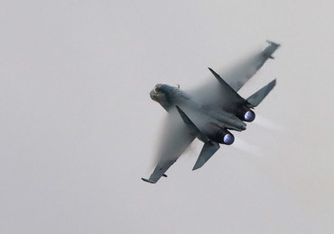 """""""Niebezpieczna interakcja"""". Rosyjski Su-27 leciał 1,5 metra od samolotu US Navy"""