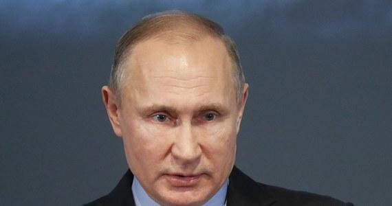 Administracja Stanów Zjednoczonych opublikowała listę 114 rosyjskich polityków i biznesmenów, którzy zdaniem władz amerykańskich są powiązani z prezydentem Rosji Władimirem Putinem. Ma to doprowadzić do zwiększenia presji na rosyjskiego przywódcę.