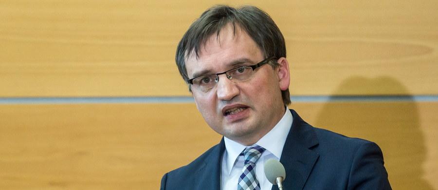Sąd Najwyższy nie wyraził we wtorek zgody na przeniesienie procesu czwórki lekarzy leczących Jerzego Ziobro, ojca ministra sprawiedliwości, do innego sądu równorzędnego. Wnosił o to Sąd Okręgowy w Krakowie przed rozpoznaniem w listopadzie ub.r. apelacji od wyroku uniewinniającego lekarzy.