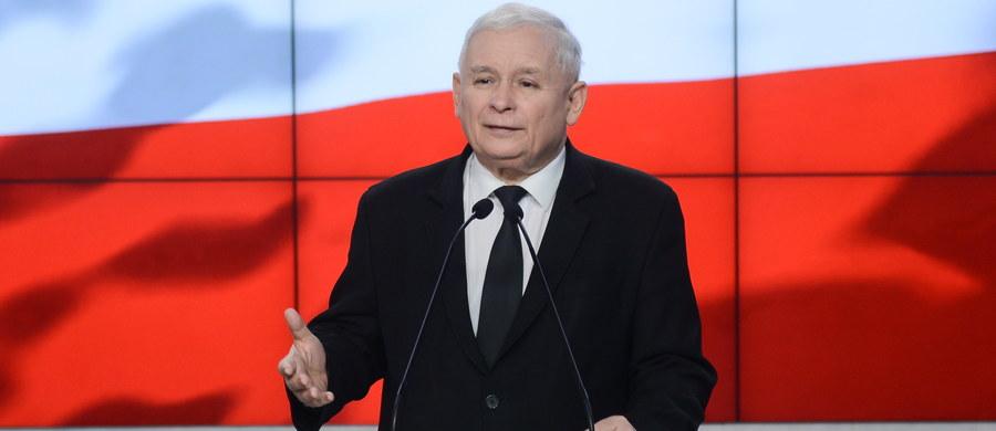 Mam nadzieję, że relacje PiS z prezydentem Andrzejem Dudą będą miały charakter merytorycznego dialogu - powiedział prezes PiS Jarosław Kaczyński. Jak poinformował, PiS jest umówiony z prezydentem m.in. na próbę wspólnego opracowania pytań w referendum konsultacyjnym ws. zmian w konstytucji.