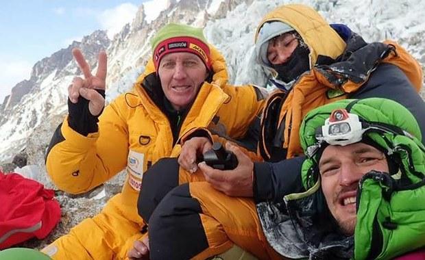 Duża pomyłka w wielu francuskich mediach, które cytują podziękowania Elisabeth Revol za akcję ratunkową na Nanga Parbat. Choć francuska alpinistka podziękowała w pierwszej kolejności polskim himalaistom, którzy ją uratowali, nadsekwańskie media cytują tylko podziękowania dla pakistańskiej armii oraz lokalnych władz.