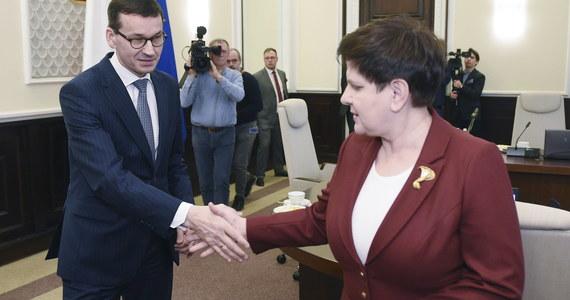 Komisja Europejska szuka kompromisu z Warszawą, gdyż nie chce, żeby sprawa Polski była wygrywana w nadchodzących wyborach do Parlamentu Europejskiego i w walce kandydatów na stanowisko szefa KE - powiedział RMF FM wysoki rangą urzędnik KE. Bruksela chce rozmawiać z Warszawą na szczeblu zarówno technicznym jak i politycznym - ustaliła Katarzyna Szymańska-Borginon.