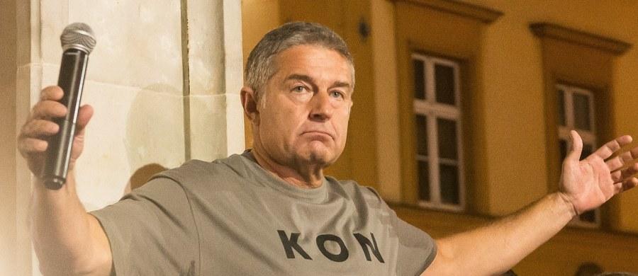 Władysław Frasyniuk ponownie nie stawi się dziś w warszawskiej prokuraturze, w której miałby zostać przesłuchany i usłyszeć zarzuty. Chodzi o jego udział w kontrmanifestacji podczas miesięcznicy smoleńskiej w czerwcu zeszłego roku. Jak dowiedział się reporter RMF FM, w prokuraturze jest pismo, które wysłał były opozycjonista.