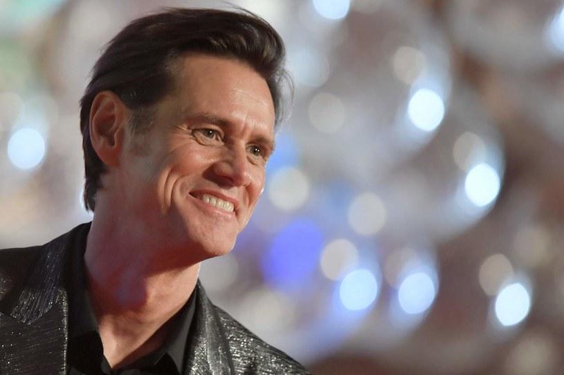 """W Vancouver trwają zdjęcia do drugiej części filmu """"Sonic. Szybki jak błyskawica"""". Występujący w nim, w roli czarnego charakteru, Jim Carrey postanowił wyrazić swoją wdzięczność dla członków ekipy pracującej przy tej produkcji. Popularny aktor urządził loterię, w której główną nagrodą był samochód."""