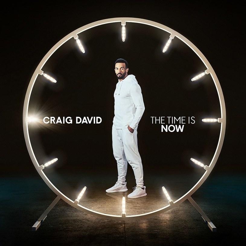 """Obawiałam się, że usłyszę słodko-gorzki śpiew wiecznego chłopca, zamkniętego w ciele ponad trzydziestoletniego mężczyzny. Na szczęście stało się inaczej, a nowy album Craiga Davida """"The Time is Now"""" okazał się wart uwagi. I to na dłużej."""