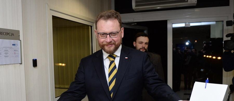 Są protokoły rozbieżności, ale rozmowy idą w dobrym kierunku - powiedział minister zdrowia Łukasz Szumowski po spotkaniu z lekarzami rezydentami. Lekarze zadeklarowali, że rozmowy były konstruktywne. Następne spotkanie ma odbyć się 8 lutego.