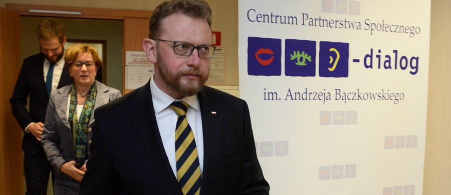 Przegląd leczenia nowotworów i większe wydatki na onkologię zapowiada minister zdrowia Łukasz Szumowski. To odpowiedź na najnowszy raport Najwyższej Izby Kontroli. Wynika z niego, że Polska - razem z Węgrami i Chorwacją - jest w europejskiej czołówce krajów o najwyższej umieralności z powodu nowotworów.