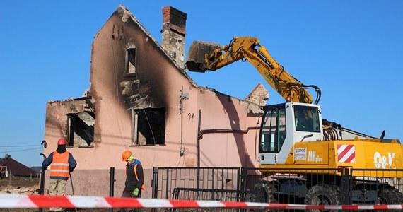 Dziś rozpoczęła się rozbiórka budynków zniszczonych w wyniku ubiegłotygodniowego pożaru w Murowanej Goślinie (Wielkopolskie). W okolicy, w której doszło do wybuchu gazociągu, ze względów bezpieczeństwa wycinane są także nadpalone drzewa.