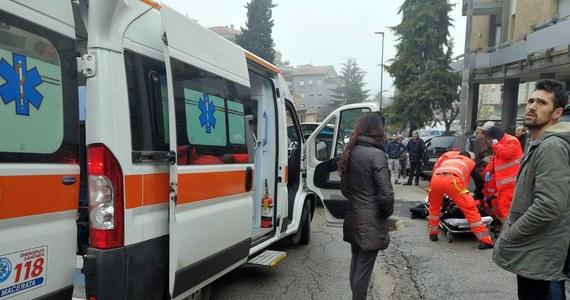 Siedem osób -  imigrantów - zostało rannych w sobotę w mieście Macerata w regionie Marche we Włoszech, gdzie ogień otworzył do nich na ulicy 28-letni Włoch. Sprawca strzelaniny został zatrzymany. Wczesnym popołudniem w mieście wybuchła panika, gdy mężczyzna w samochodzie zaczął strzelać do ciemnoskórych imigrantów na ulicach.