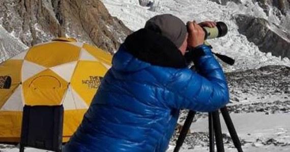 Rano, przy słonecznej pogodzie, kolejny zespół Denis Urubko i Marcin Kaczkan rozpoczął wspinaczkę do obozu pierwszego założonego na wysokości 5950 m - przekazał kierownik narodowej wyprawy na niezdobyty zimą szczyt w Karakorum K2 (8611 m) Krzysztof Wielicki. Kilka godzin później himalaiści dotarli do obozu pierwszego.