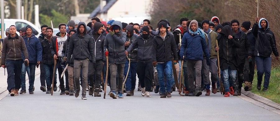 """Premier Belgii Charles Michel w wywiadzie dla belgijskiego dziennika """"Le Soir"""" ujawnia, że zastosowano ultimatum wobec Grupy Wyszehradzkiej w sprawie mechanizmu relokacji uchodźców. """"Sformułowaliśmy ultimatum pod adresem Grupy Wyszehradzkiej, która odmawia solidarności  i przyjmowaniach migrantów"""" - mówi wywiadzie Michel. """"Jeżeli nie będzie konsensusu, to zdecydujemy pod koniec tego półrocza poprzez głosowanie kwalifikowaną większością głosów - bez nich""""."""