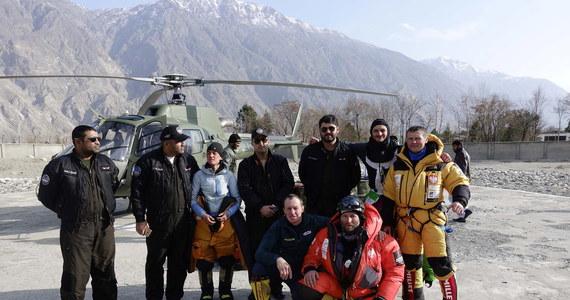 """""""Nie ma żadnych ustaleń odnośnie ataku szczytowego"""" - oświadczył kierownik narodowej wyprawy na niezdobyty zimą ośmiotysięcznik K2 (8611 m) Krzysztof Wielicki. Jak zaznaczył, obecnie wszelkie działania skupiają się na założeniu obozu trzeciego na wysokości ok. 6800 m."""