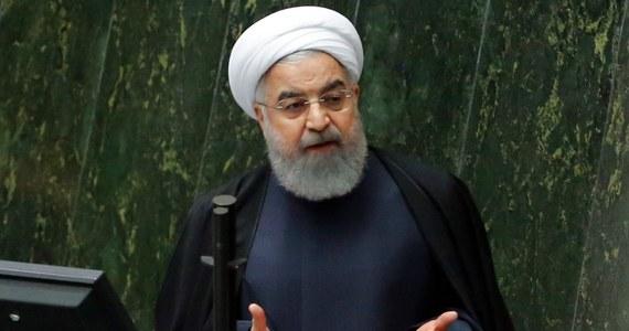 Do budynku administracji prezydenta Iranu Hasana Rowhaniego w Teheranie próbował wedrzeć się mężczyzna. Został postrzelony i aresztowany - poinformował wicegubernator ostanu (prowincji) Teheran Mohsen Hamedani.