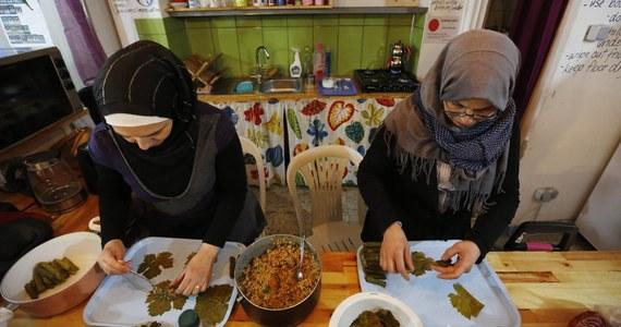 """Turecki departament ds. religijnych nie zaleca używania lewej ręki podczas spożywania pokarmów. W oficjalnym komunikacie zaznaczono, że """"demony używają lewej ręki podczas jedzenia i picia""""."""