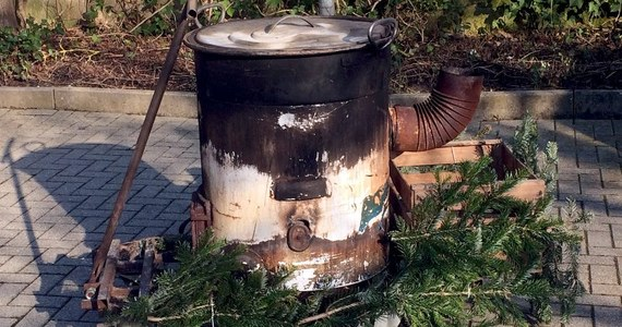 Tragiczne skutki zabawy karnawałowej w Eppingen w Niemczech. Podczas pochodu czarownic dwie dziewczyny zanurzyły w kotle z gorąca wodą 18-latkę. Nastolatka jest w szpitalu.
