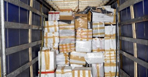 Funkcjonariusze Krajowej Administracji Skarbowej (KAS) z Augustowa w Podlaskiem przechwycili ogromny transport 40 tysięcy podrobionych towarów. Wszystko w ciężarówce przewoził 42-letni Litwin.