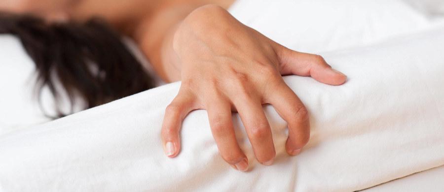 """Od 80 do nawet 100 Niemców rocznie umiera przez stosowanie nietypowych technik masturbacji - alarmuje jeden z brandenburskich lekarzy. Dodaje, że """"ofiarami"""" najczęściej są mężczyźni."""