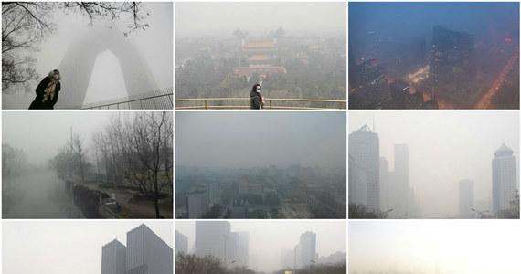 """Smog zanieczyszcza nam nie tylko płuca, ale i umysł, sprawia, że postępujemy mniej etycznie - przekonują naukowcy z Columbia Business School. Wyniki ich badań pokazują, że zanieczyszczenie powietrza, rzeczywiste czy nawet tylko wyobrażone, może prowadzić do niemoralnych zachowań. Jak pisze w najnowszym numerze czasopismo """"Psychological Science"""", efekt ten - przynajmniej w części - może wiązać się ze stanami lękowymi, które zanieczyszczeniu powietrza towarzyszą."""