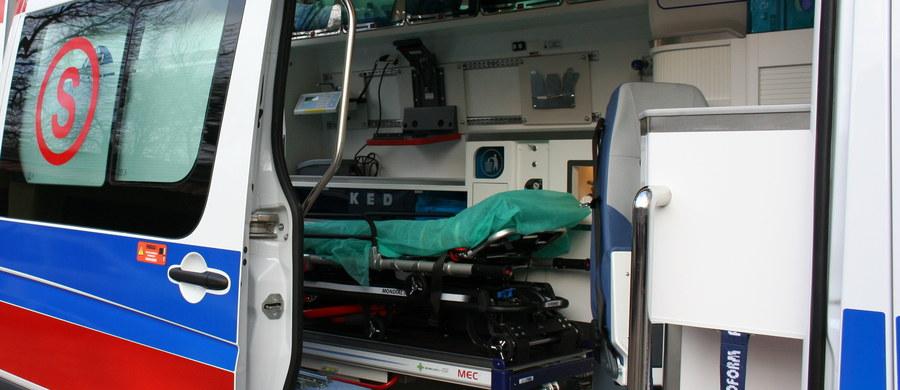 Prokuratura w Pułtusku wszczęła śledztwo w sprawie śmierci mieszkanki miasta w karetce pogotowia. Ze wstępnych ustaleń wynika, że miejscowy szpital odmówił jej przyjęcia.