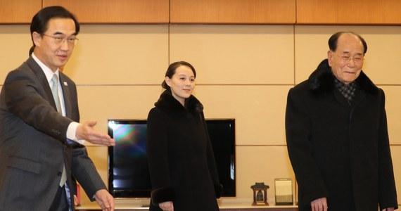 Kim Jo Dzong, siostra przywódcy Korei Północnej Kim Dzong Una, w otoczeniu wyższych rangą urzędników północnokoreańskich, przyleciała do Korei Południowej prywatnym odrzutowcem. wylądowała na międzynarodowym lotnisku w Inczhon pod Seulem. Wśród zaproszonych na  piątkową ceremonię otwarcia Zimowych Igrzysk Olimpijskich do Pjongczangu jest również Kim Dzong Nam, 90-letni przewodniczący prezydium północnokoreańskiego parlamentu.