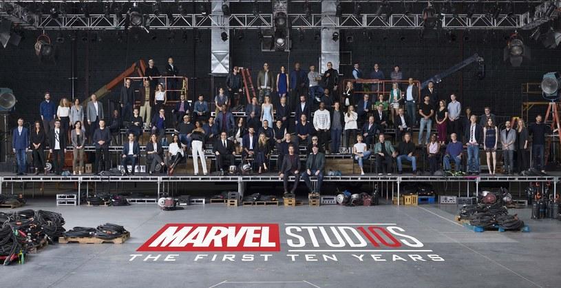 Marvel Studios świętuje 10. rocznicę powstania Filmowego Uniwersum Marvela. Wytwórnia opublikowała pamiątkowe zdjęcie, na którym można zobaczyć ponad 80 aktorów i twórców, którzy przyczynili się do stworzenie tego filmowego świata.