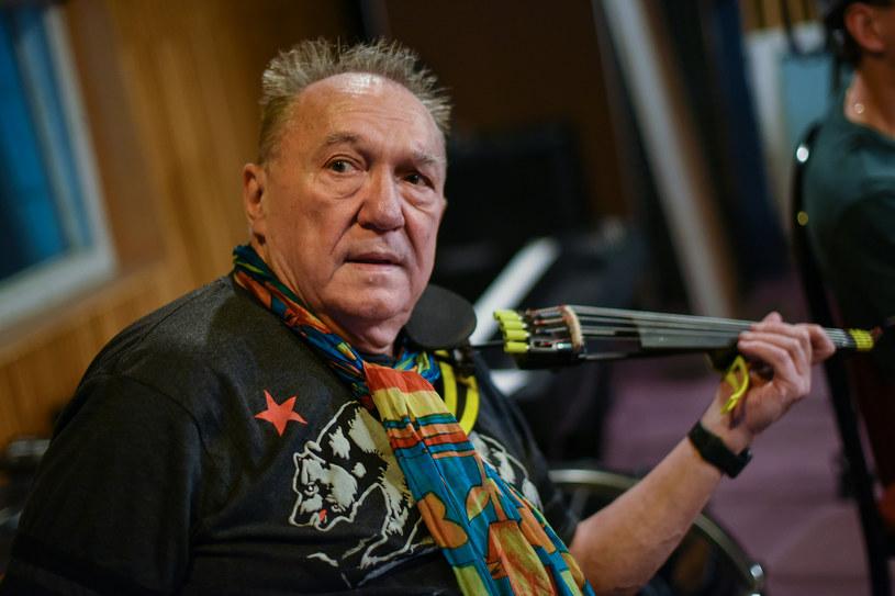 """Niedawno obchodził swoje 75. urodziny, choć twierdzi, że cały czas ma dwadzieścia jeden lat. 9 lutego do sklepów trafia zapowiadana już przez nas płyta """"Beats & pieces"""" nagrana pod szyldem Urbanator Days."""
