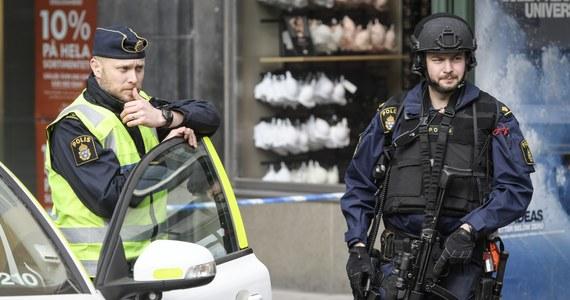 """Oskarżony o terroryzm Uzbek Rachmat Akiłow, który w kwietniu 2017 roku wjechał skradzioną ciężarówką w tłum w Sztokholmie, posiadał wizę wydaną przez polskiego konsula w Taszkencie - wynika ze śledztwa szwedzkiej prokuratury. O jego wynikach poinformowała """"Svenska Dagbladet""""."""