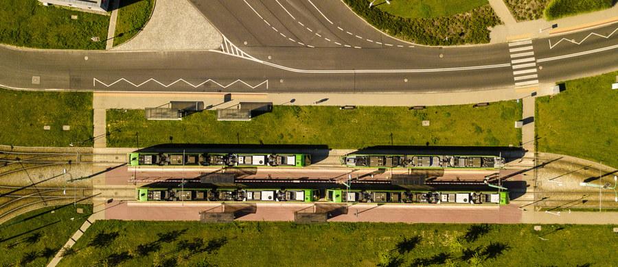 Jednocześnie może pomieścić ponad sto tramwajów. Ma specjalny tor do jazdy próbnej, warsztat czy lakiernię. Całością w dużej mierze sterują komputery. Twoim Niesamowitym Miejscem jest dziś zajezdnia tramwajowa na poznańskim Franowie.