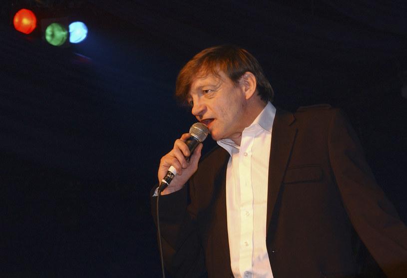 Według relacji kolegów z zespołu zmarłego Marka E. Smitha podczas uczczenia pamięci muzyka doszło do bijatyki.