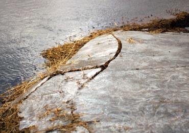 Akcja na jeziorze Kisajno. Pod mężczyznami załamał się lód