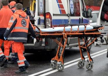 Pracownica doznała udaru. Szef wywiózł ją poza zakład i wezwał policję do… pijanej kobiety