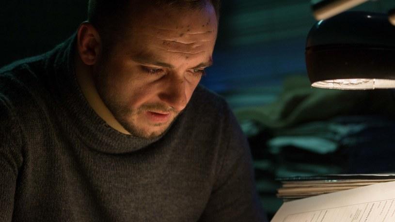 """Pierwszy odcinek nowej produkcji Canal+ """"Kruk. Szepty słychać po zmroku"""" zagości na antenie już w niedzielę, 18 marca, o godz. 21:30. Serial zabierze widzów na Podlasie, gdzie nie tylko natura jest surowa, ostra i nieprzewidywalna."""