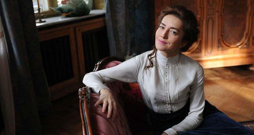 """Tragikomedia Gabrieli Zapolskiej """"Żabusia"""" to najnowsza premiera Teatru Telewizji, która zostanie pokazana na antenie 19 lutego. Spektakl wyreżyserowała Anna Wieczur-Bluszcz, a w tytułowej roli zobaczymy Kamillę Baar-Kochańską."""