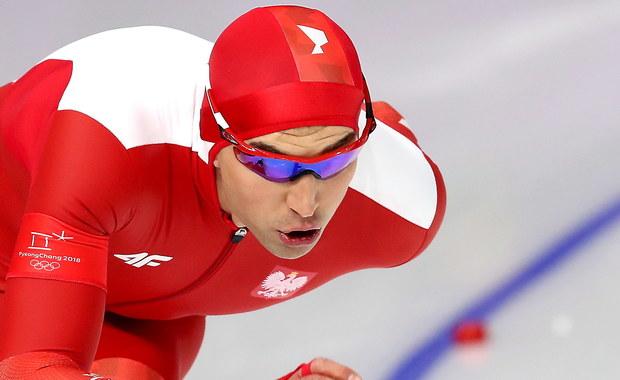 Mistrz olimpijski z Soczi Zbigniew Bródka zajął 12. miejsce w wyścigu łyżwiarzy szybkich na 1500 metrów. Uzyskał czas 1.46,31 12. Podwójny sukces odnieśli Holendrzy. Złoto wywalczył Kjeld Nuis - 1.44,01, srebro Patrick Roest - 1.44,86, a brąz Min Seok Kim (Korea Płd.) - 1.44,93.