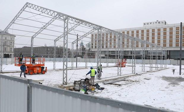 W każdej chwili mogą zacząć się prace archeologiczne na Placu Piłsudskiego w Warszawie - w miejscu, gdzie stanąć ma pomnik ofiar katastrofy smoleńskiej. Zgodę wydaną przez wojewódzkiego konserwatora zabytków odebrał dziś wykonawca pomnika.