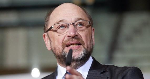 """Dotychczasowy przewodniczący Socjaldemokratycznej Partii Niemiec (SPD) Martin Schulz ogłosił we wtorek, że rezygnuje """"z natychmiastowym skutkiem"""" z kierowania partią. Komisaryczne przywództwo w SPD objął burmistrz Hamburga Olaf Scholz."""
