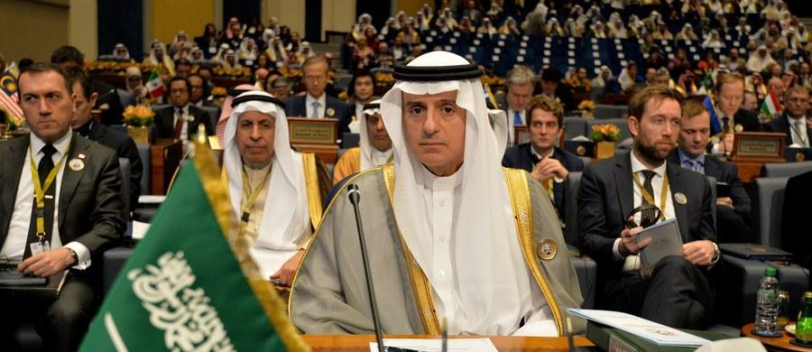 Turcja zamierza przeznaczyć 5 mld USD na odbudowę Iraku, który został zniszczony w ciągu trzech lat wojny z Państwem Islamskim (ISIS) - zapowiedział w Kuwejcie szef tureckiego MSZ Mevlut Cavusoglu. Arabia Saudyjska poinformowała, że przekaże 1,5 mld USD.