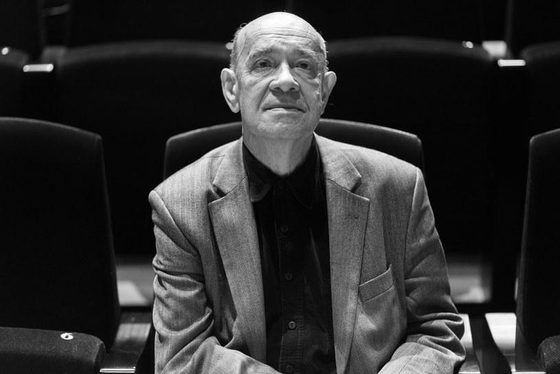 """Nie żyje Antoni Krauze, jeden z najwybitniejszych polskich reżyserów i scenarzystów. O śmierci 78-letniego autora takich obrazów, jak """"Czarny czwartek. Janek Wiśniewski padł"""" i """"Smoleńsk"""" - poinformowały w środę, 14 lutego, późnym wieczorem media: tygodnik """"Do Rzeczy"""" i TVP Info. Krauze zmarł po wielu tygodniach walki z ciężką chorobą."""
