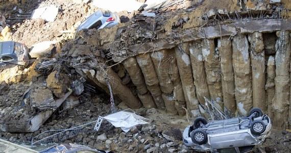 20 rodzin zostało zmuszonych do opuszczenia swoich domów, kiedy w środku Rzymu zapadła się ziemia. Powstał głęboki na 10 metrów lej, który pochłonął co najmniej sześć samochodów. Nikt nie ucierpiał. Wcześniej w tym miejscu trwały wielomiesięczne prace budowlane. Burmistrz Rzymu zapewnił, że poszkodowani mieszkańcy dostaną lokale zastępcze.