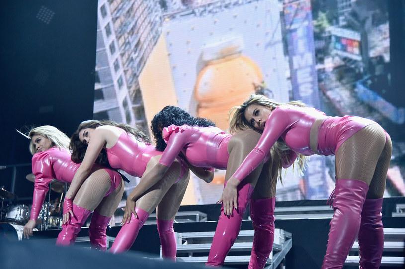 Fani Fifth Harmony są zaniepokojeni wieściami na temat ich ulubionej formacji. Nieoficjalnie mówi się, że grupa wkrótce ulegnie rozpadowi, a potwierdzeniem tych doniesień ma być odwołana trasa koncertowa po Australii.