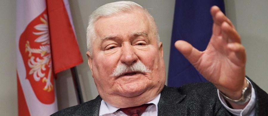 """""""Jak mają w nowej epoce, która nastąpiła po epoce podziałów i granic, wyglądać nasze fundamenty? Ja proponuję, abyśmy uzgodnili takie 10 laickich przykazań i przyjęli je przez całą Europę"""" – mówił były prezydent Lech Wałęsa podczas rozpoczętej w czwartek w Gdańsku międzynarodowej konferencji Free European Media. """"Jedni chcą w takiej dyskusji budować przyszłość na wolnościach: wszyscy ludzie jednakowo wolni. Drudzy mówią na to: nic nie zbudujecie, prędzej czy później mamona i egoizm doprowadzą was do konfrontacji i trzeba w związku z tym przyszłość budować na wspólnych wartościach, uzgodnionych między wierzącymi i niewierzącymi"""" – tłumaczył."""